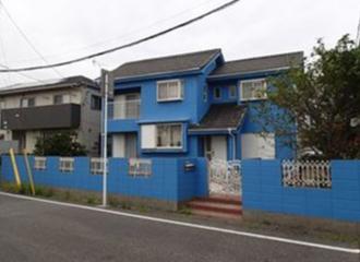 美しく塗り替えが完了した家の外観