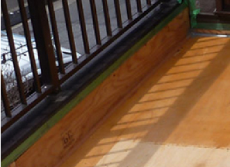 シーリングが施された下地の構造用合板の継ぎ目