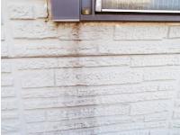汚れの目立つ外壁